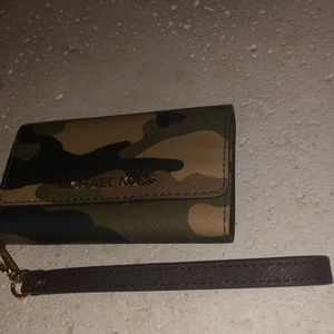 Michael Kors camo phone case & wallet iPhone 6.
